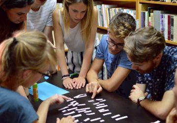 """Începe implementarea proiectului """"Standarde și politici sustenabile în lucrul cu tinerii din România"""""""