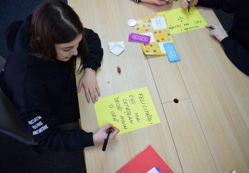 UNITED – Tinerii promovează importanța înțelegerii democrației și a implicării în societate